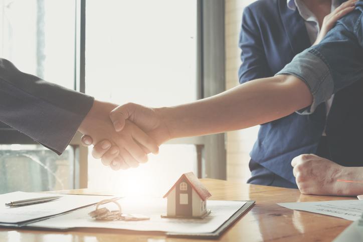 Tot i les seves insistències, els bancs no poden obligar-te a contractar assegurances amb la hipoteca